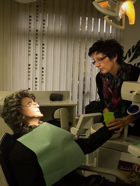 Elfriede beim Zahnarzt